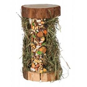 Torre in legno con fieno...
