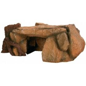 Altopiano roccioso con tronco